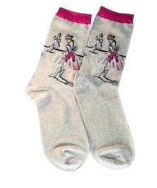 На фото изображено «Балерина, завязывающая туфлю» - Эдгар Дега