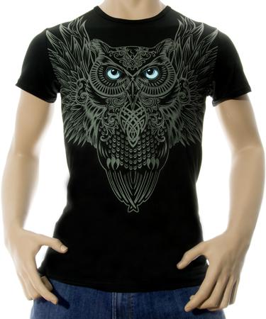 На фото изображено Мужская футболка Сова черная