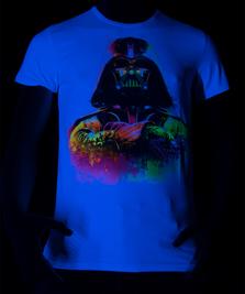 На фото изображено Fluoro Darth Vader