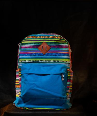 На фото изображено «Рюкзак с абстрактным узором»