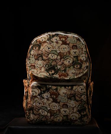 На фото изображено Гобеленовый рюкзак «Медведи»