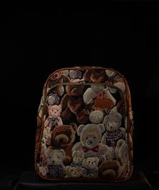 На фото изображено Гобелен медведи