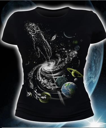 На фото изображено Женская футболка Creation of the universe черная