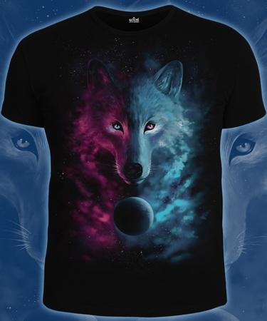 На фото изображено Мужская футболка Космический Волк черная